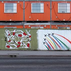 2014_04_24_Lemminkaisen kontit_seinamaalaukset_Musiikkitalon lahella_PHA_IMG_6140