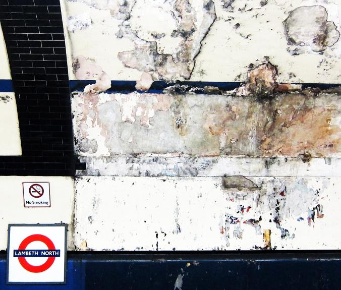 2013_12_19_Lambeth North_Metron katto_WEB_vaaleampi_IMG_2262_PHA