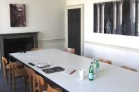 Brittiläistä minimalismia kokoustamiseen.